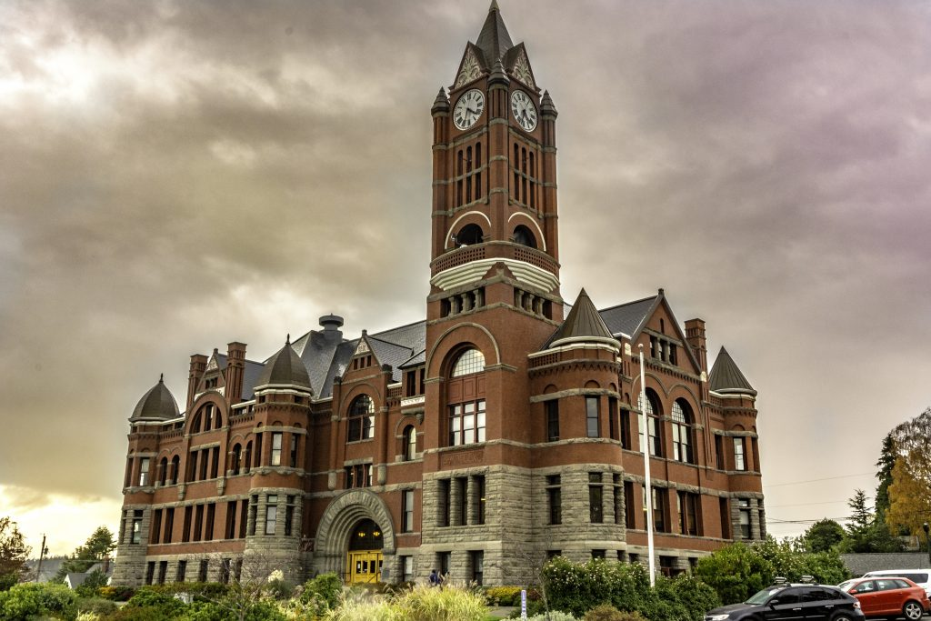 A photo of the Richardsonian Romanesque structure that serves as the Jefferson County, Washington, Court House.